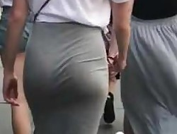 Teenager booty in tight dress (candid)